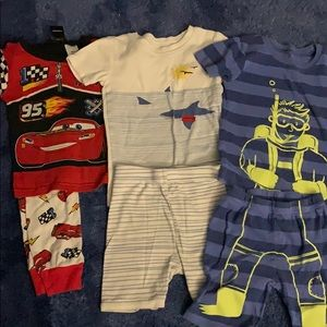 Kids size 4t pajama sets